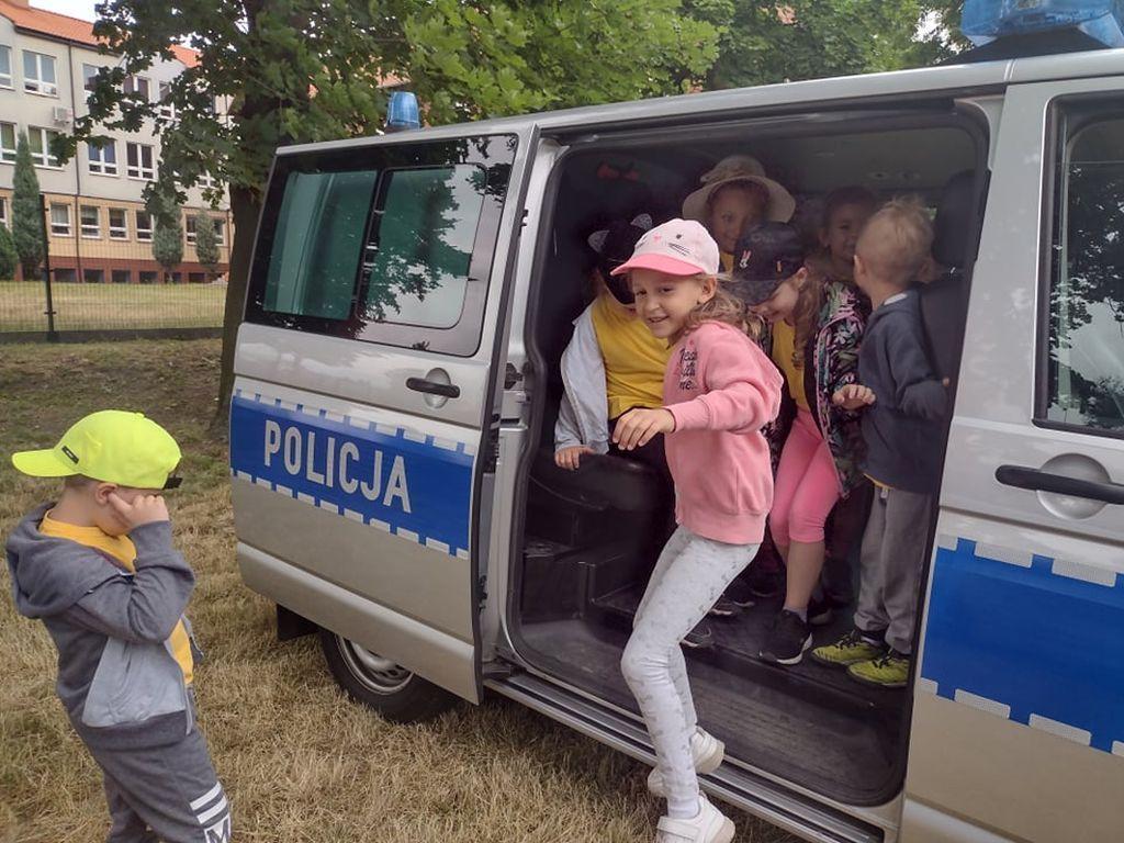Poznajemy prace policjanta grupa Różyczi