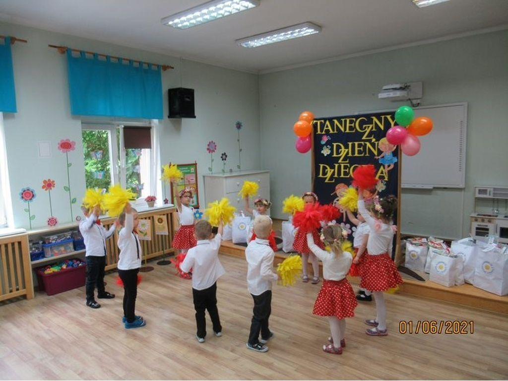 Przegląd tańca grupa Słoneczniki